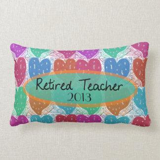 Personalizable artsy jubilado de los corazones almohadas