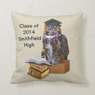 Personalizable chistoso 2014 del búho de la gradua almohadas