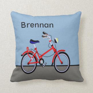 Personalizable conocido rojo de la bicicleta y del cojín decorativo