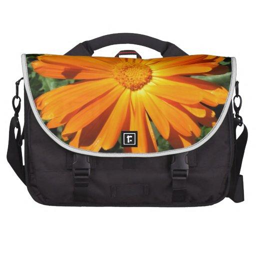 Personalizable del diseño de la margarita anaranja bolsas de ordenador