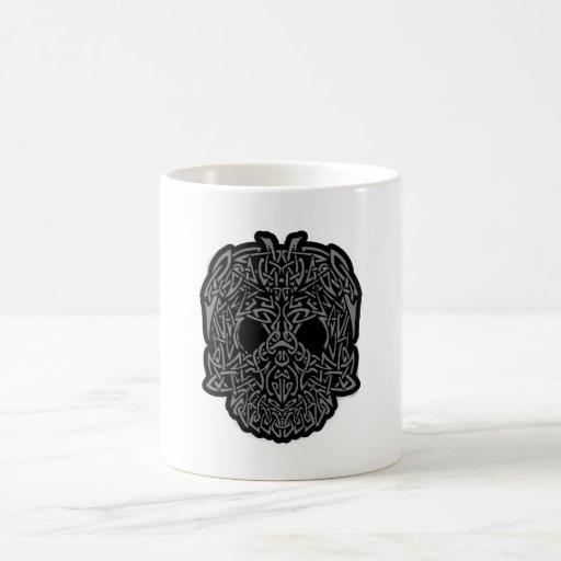Personalizable gris y negro del cráneo tribal impr taza de café