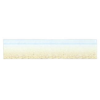 Personalizable sereno del paisaje marino del camino de mesa corto