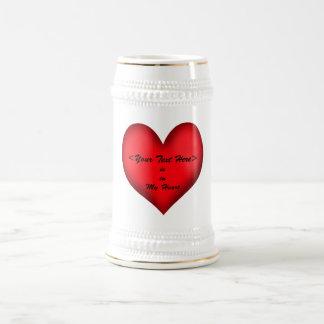 Personalizable  <Your Text> Está en mi corazón Jarra De Cerveza