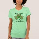 Personalizado béseme que soy (cualquier nombre) camisetas