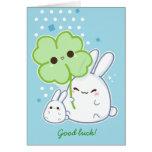 Personalizado - conejito blanco lindo con el trébo tarjeta de felicitación
