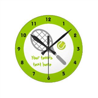 Personalizado de la estafa y de la bola de tenis reloj redondo mediano