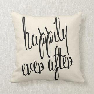 Personalizado feliz nunca después de casar el cojín