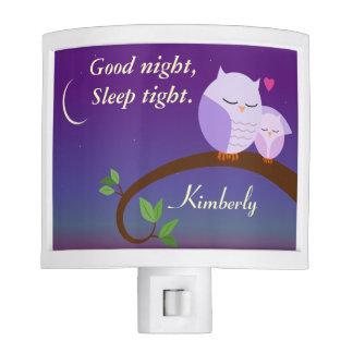 Personalizado igualando búhos en púrpura luz de noche