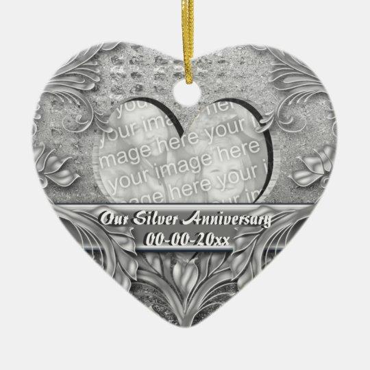 Personalizar de la foto del aniversario de bodas adorno navideño de cerámica en forma de corazón