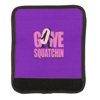 Personalizar rosado púrpura ido de Squatchin esto Funda Para Asa De Maleta