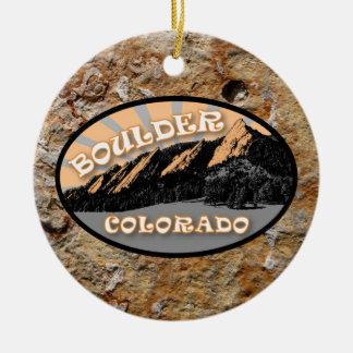 Personalizó el Flatirons, Boulder Colorado Adorno Navideño Redondo De Cerámica