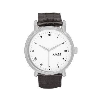 Personalizó el suyo y sus iniciales relojes de pulsera
