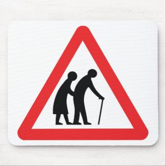 Personas mayores de la PRECAUCIÓN - señal de Tapetes De Ratón