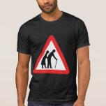 Personas mayores de la PRECAUCIÓN - señal de tráfi Camiseta