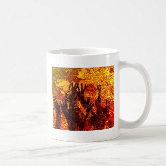 Personas mayores de la quema taza de café