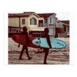 Personas que practica surf de la escuela vieja tarjetas postales