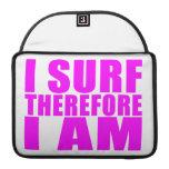 Personas que practica surf del chica: Me practico  Fundas Para Macbook Pro