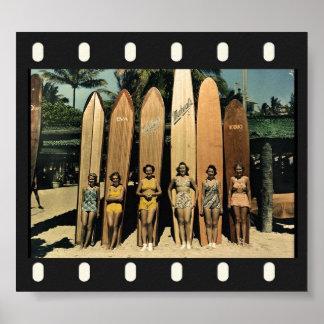 Personas que practica surf del vintage póster