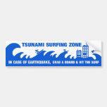 Personas que practica surf extremas del tsunami pegatina de parachoque