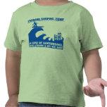 Personas que practica surf extremas del tsunami camiseta