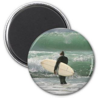 Personas que practica surf que practican surf depo imán redondo 5 cm