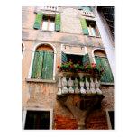 Perspectiva romántica del balcón postal