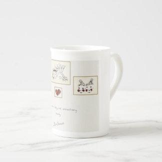 Pertenezca a una familia de nuez y extraordinaria taza de porcelana