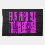 Perturbador de cinco años de los cumpleaños divert toalla de cocina