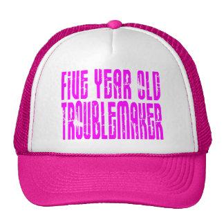 Perturbador de cinco años de los cumpleaños gorro de camionero