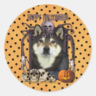 Pesadilla de Halloween - Shiba Inus - Yasha Etiqueta Redonda
