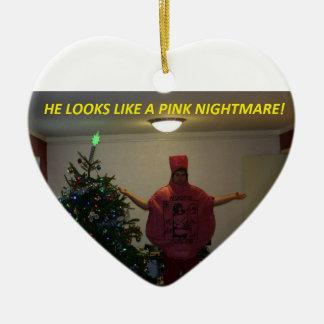 Pesadilla rosada adorno navideño de cerámica en forma de corazón