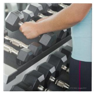 Pesas de gimnasia de elevación 2 de la mujer azulejo cuadrado grande