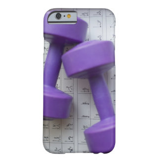 Pesas de gimnasia púrpuras funda de iPhone 6 barely there
