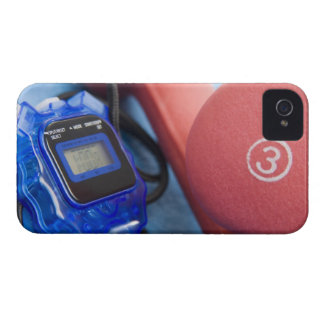 Pesas de gimnasia y cronómetro iPhone 4 fundas