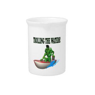 Pesca con cebo de cuchara de las aguas con cebo de jarra de beber