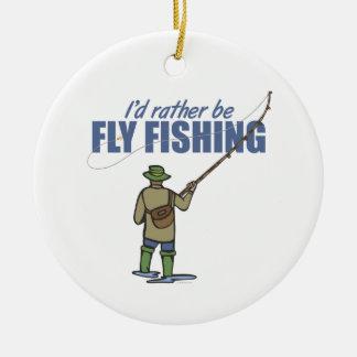 Pesca con mosca del río en aves zancudas adorno redondo de cerámica