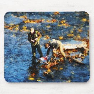 Pesca de dos hombres tapetes de ratón