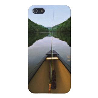 Pesca de la canoa de la montaña iPhone 5 carcasas