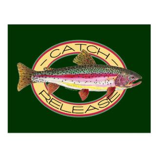 Pesca de la captura y del lanzamiento de la trucha postal
