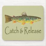 Pesca de la captura y del lanzamiento mousepads