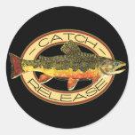 Pesca de la captura y del lanzamiento etiqueta redonda