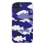 Pesca de la lubina azul de Camo iPhone 4 Case-Mate Protectores
