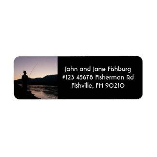 Pesca de la silueta del pescador en el ocaso etiqueta de remitente
