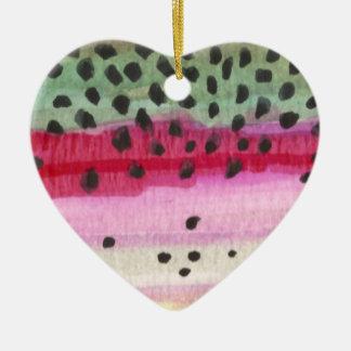 Pesca de la trucha arco iris adorno de cerámica en forma de corazón