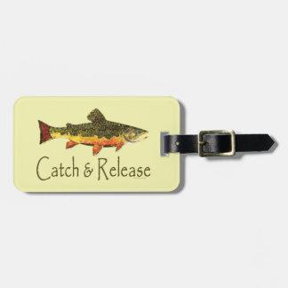 Pesca de la trucha de la captura y del lanzamiento etiquetas maletas