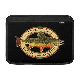 Pesca de la trucha de la captura y del lanzamiento fundas MacBook