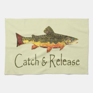 Pesca de la trucha de la captura y del lanzamiento toallas
