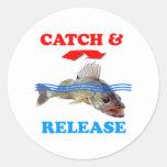 Pesca de los leucomas de la captura y del lanzamie pegatina redonda