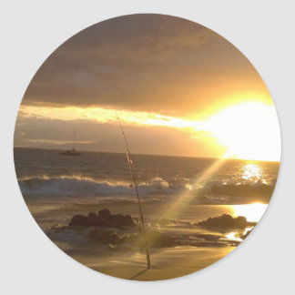 Pesca de Maui Hawaii en la puesta del sol Pegatina Redonda