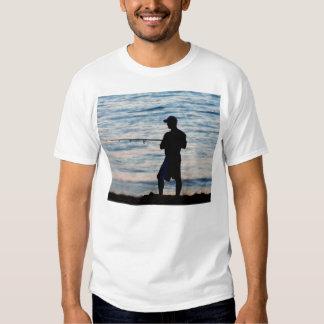 Pesca de resaca en la camiseta de la oscuridad 6 playeras